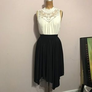 H&M shark tooth hem skirt size L
